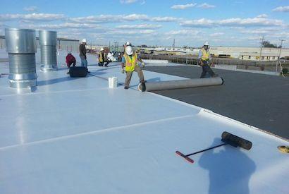 Decor-Installing-Carlisle-TPO copy & Omaha u0026 Lincoln Roofing - Total Construction memphite.com